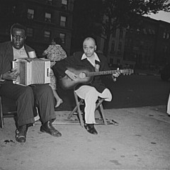 Roger Smith, New York, New York. Street musicians in Harlem, 1943
